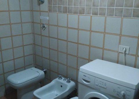 une salle de bain au rez de chaussée