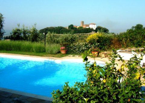 la piscine et Montevettolini
